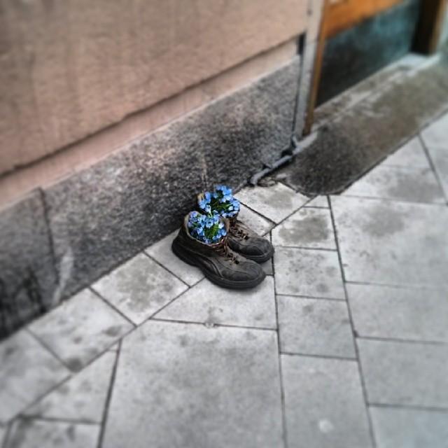 Somliga går i trasiga skor...
