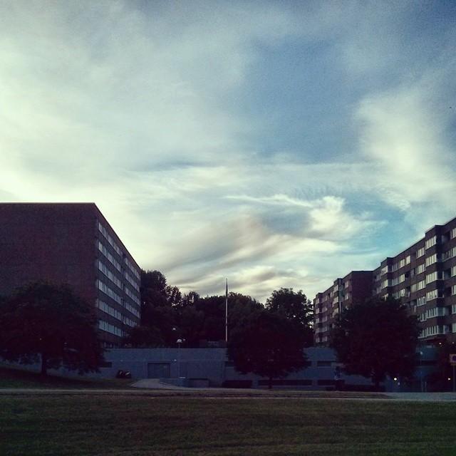 Himmel och så. Kan inte sluta och bli fascinerad av lux-funktionen på himlen.