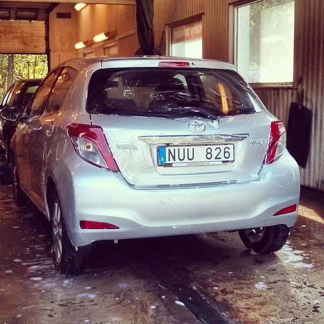 Behövlig tvätt av bilen.