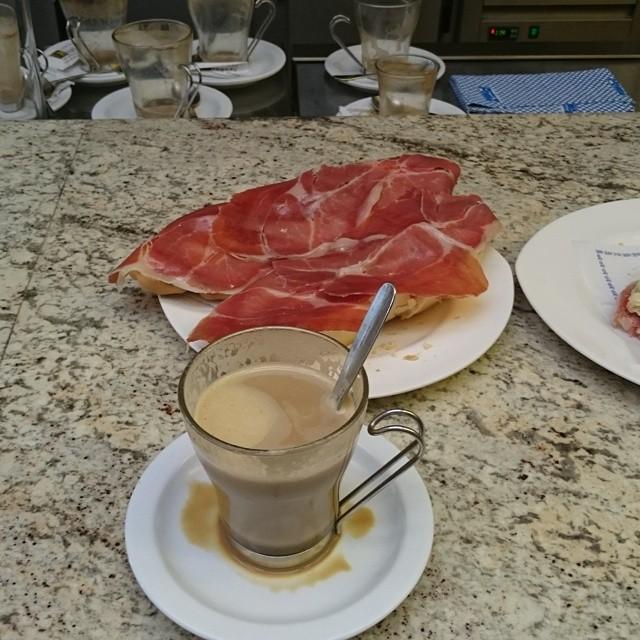 Frukost i Spanien.