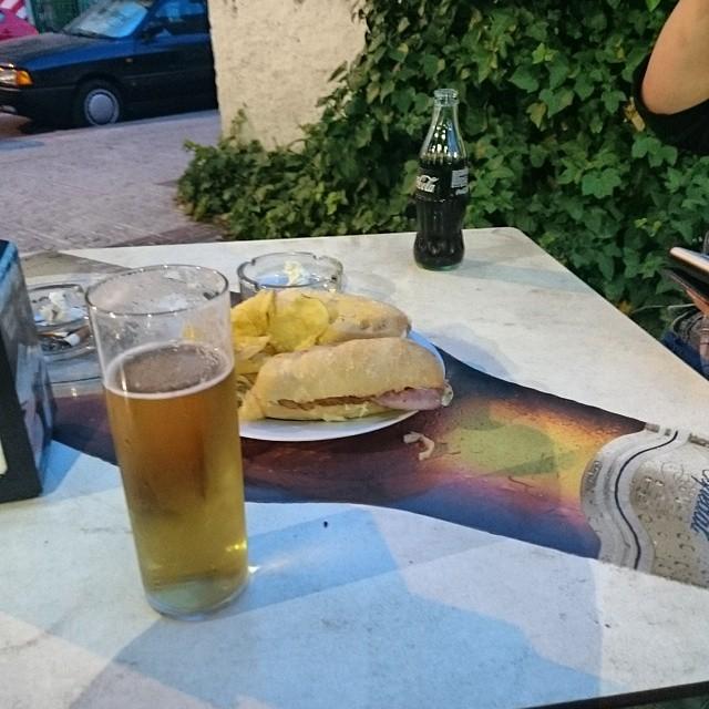 Det börjar lida mot sitt slut nu. Imorgon blir det till att hjälpa mamma att stänga till huset inför sommarn, och övermorgon blir det hemresa. #spanien #öl #tapas #kärlek