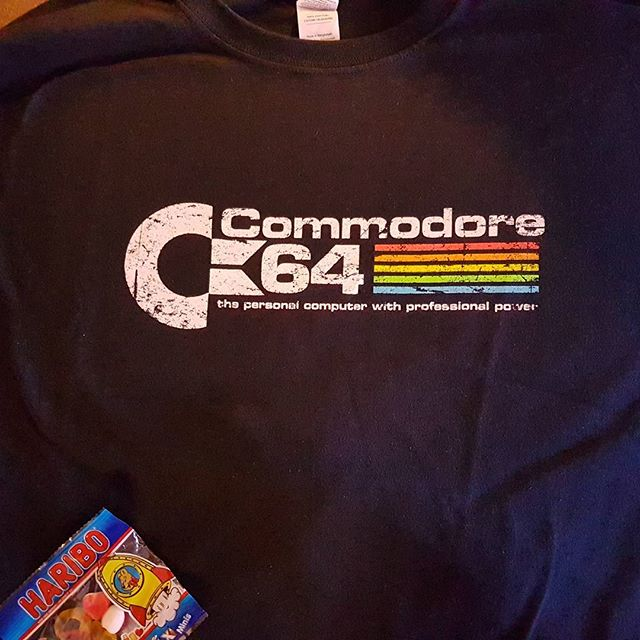 Ny tshirt med tillhörande godis. #qwertee #commodore #C64