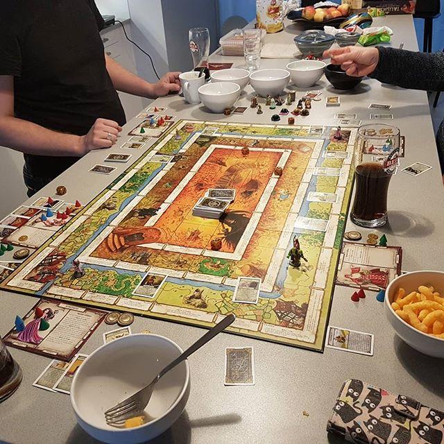 Vi är 9 spelare, så vi är uppdelade. Först ut är #Talisman och #TerraformingMars. #Brädspelsklubben #Boardgames